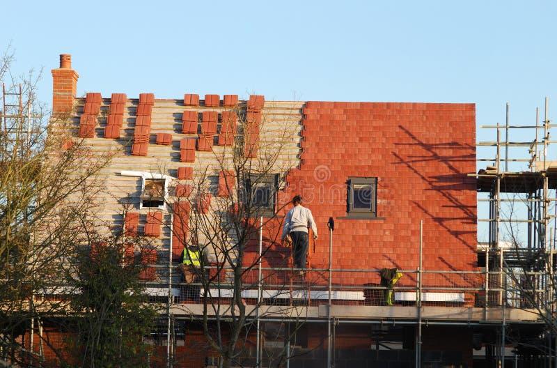Maison neuve de construction, toit neuf photo libre de droits