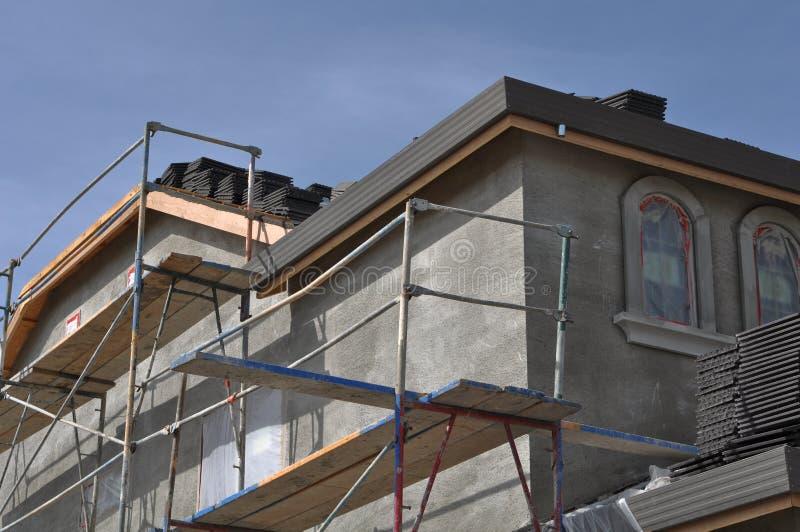 Maison neuve de stuc en construction image stock