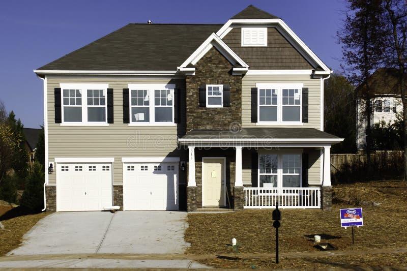 Maison neuve - vendue ! photo libre de droits