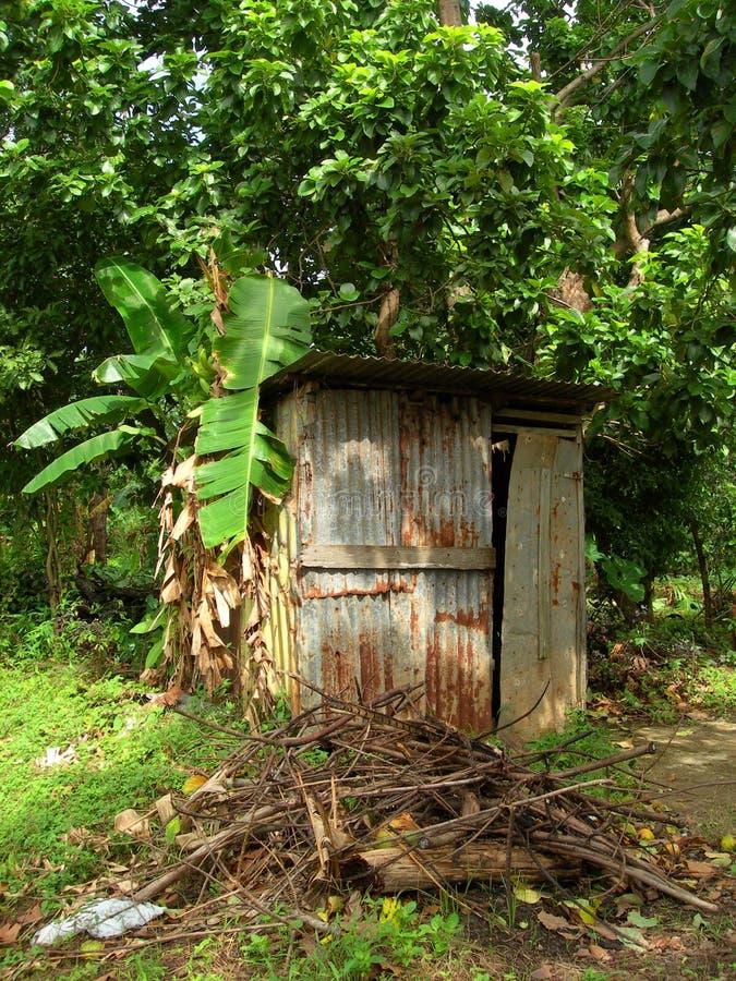 Maison Nicaragua de zinc de salle de bains de toilette de dépendance photo stock