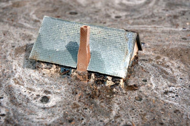 Maison noyée 2 de maison image libre de droits
