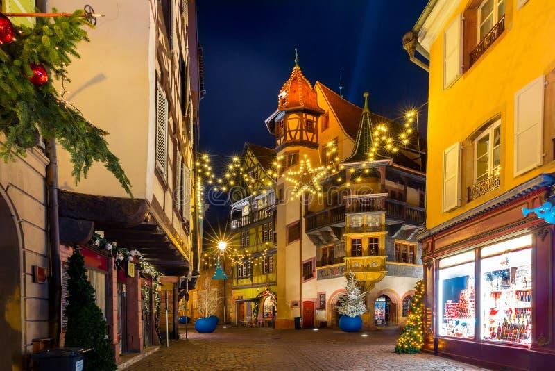 Maison Pfister nachts in Colmar, Belgien stockbilder