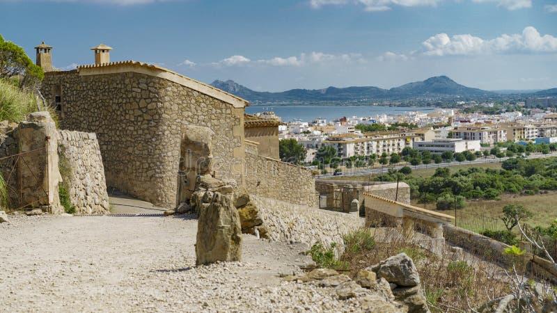 Maison presque abandonnée dans Majorca image stock