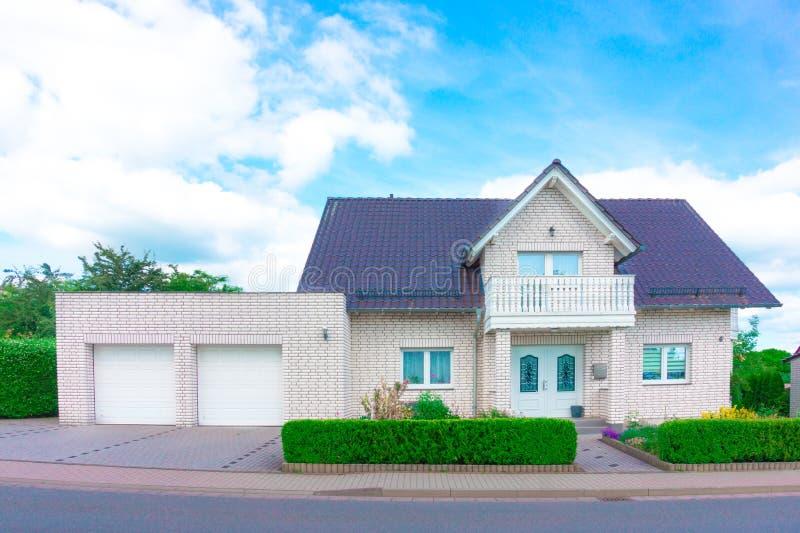 Maison privée, banlieues images stock