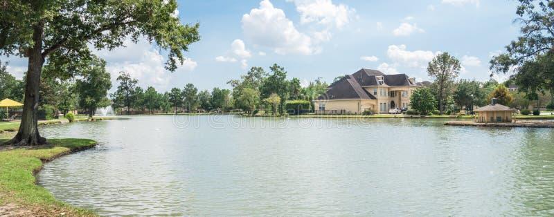 Maison résidentielle de Lakeside à Houston, le Texas, Etats-Unis images stock