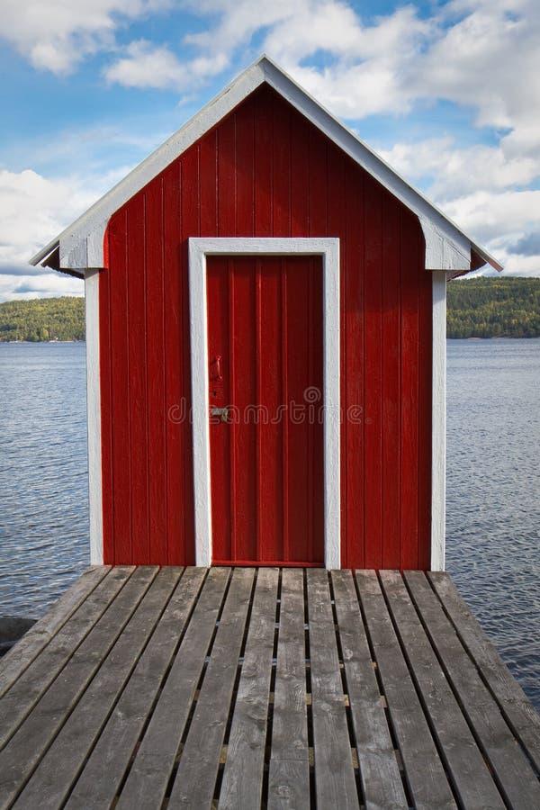Maison rouge de bain photographie stock