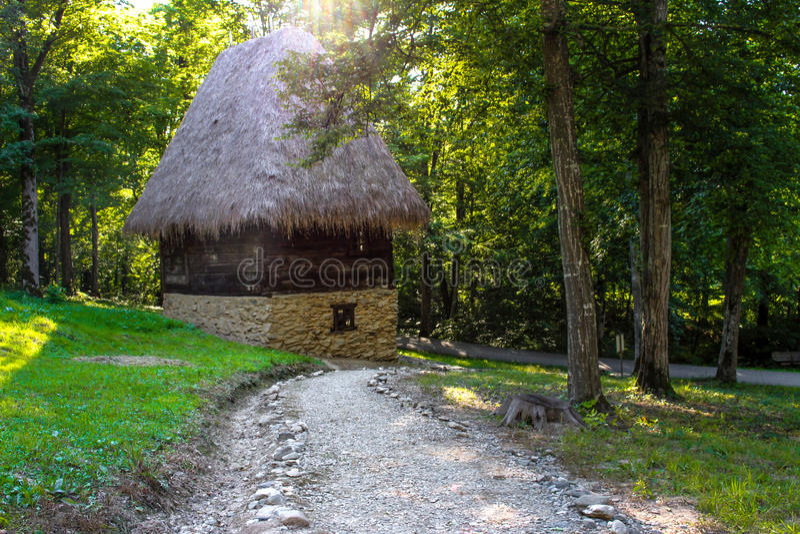 Maison roumaine rustique traditionnelle image stock