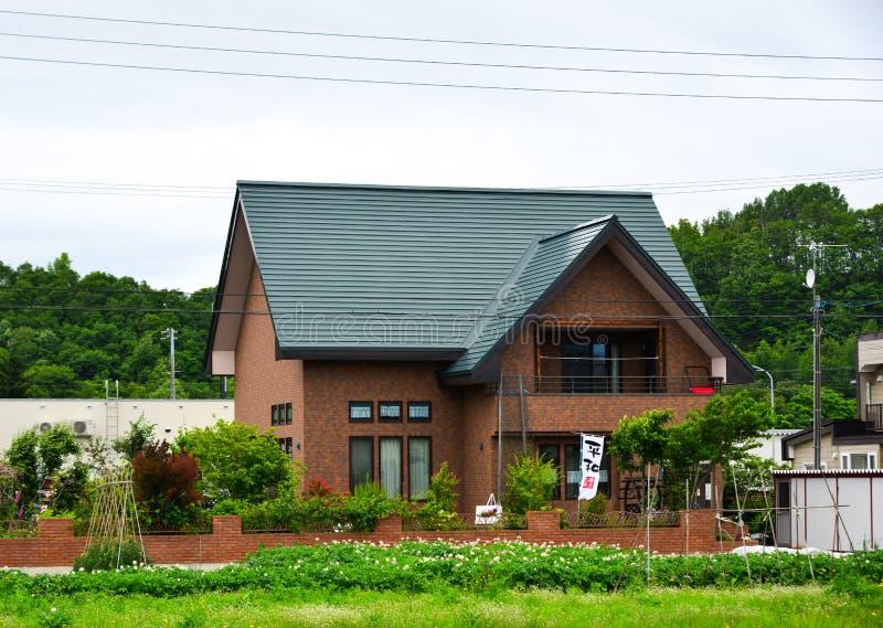 Maison rurale au jour d'été images libres de droits