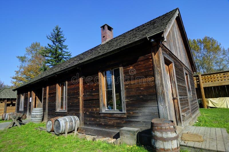 Maison rurale canadienne traditionnelle de vieilles p riodes photo stock image 46254621 - Maisons canadiennes ...