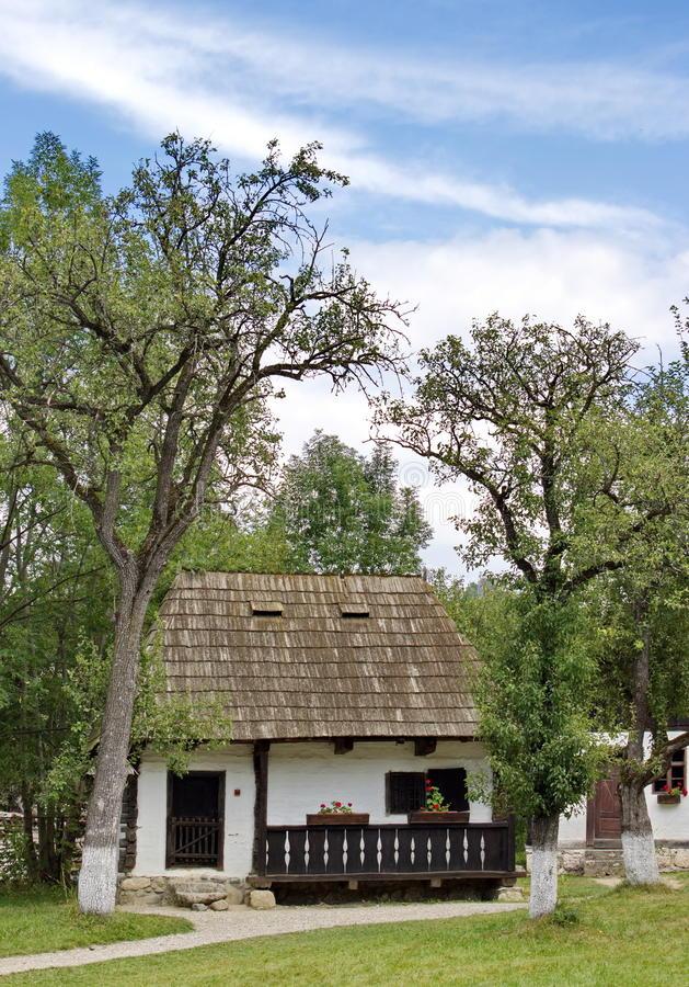 Maison rurale traditionnelle dans le musée d'air ouvert, son, Roumanie photographie stock libre de droits