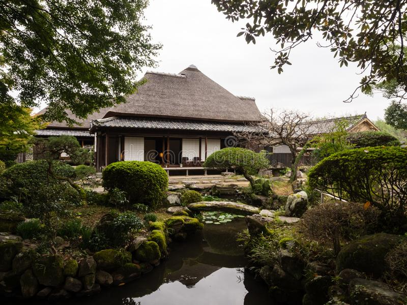 Maison samouraï japonaise traditionnelle avec le jardin photos stock