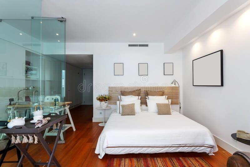 Maison Simple Moderne De Chambre à Coucher Photo stock - Image ...