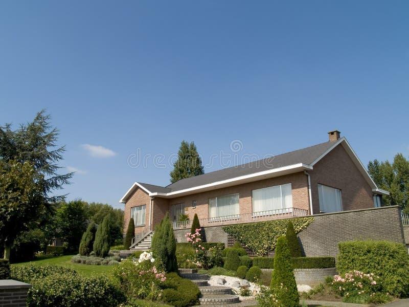 Maison suburbaine. photographie stock libre de droits