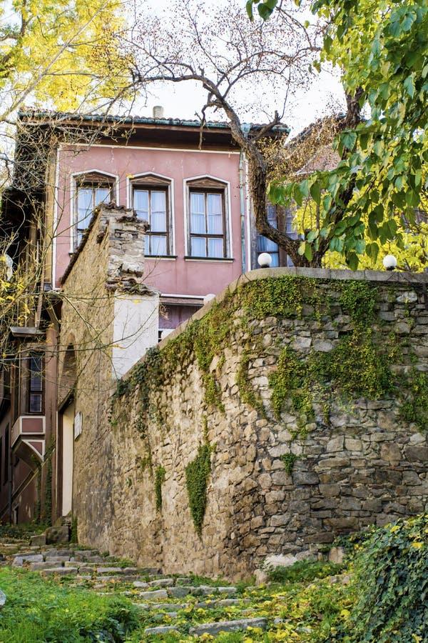Maison traditionnelle dans la vieille ville de Plovdiv, Bulgarie avec les maisons traditionnelles photos libres de droits