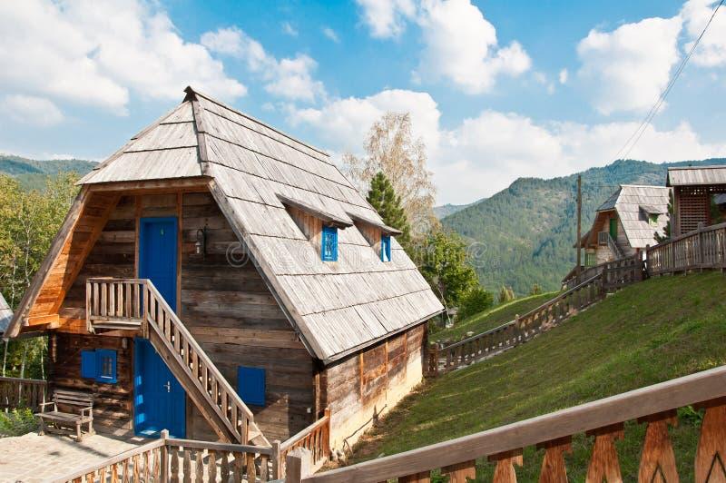Maison traditionnelle de montagne image stock