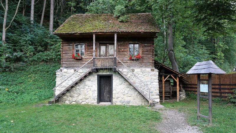 Maison traditionnelle de village en Roumanie images libres de droits