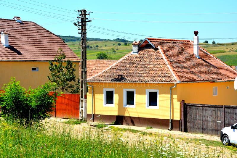 Maison typique dans le village Merghindeal- Mergenthal, la Transylvanie, Roumanie photographie stock libre de droits