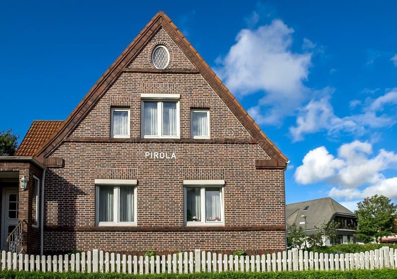 Maison unifamiliale de maison de brique, Allemagne photographie stock libre de droits