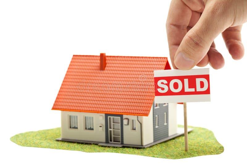 Maison vendue photo stock