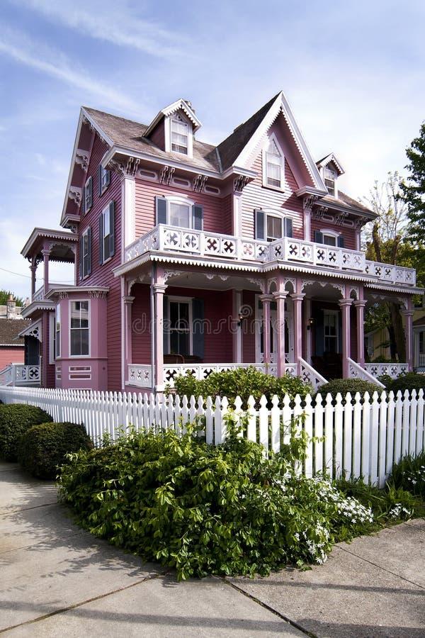 Maison victorienne rose photo libre de droits