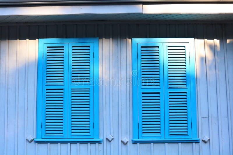 Maison Windows de campagne photo stock