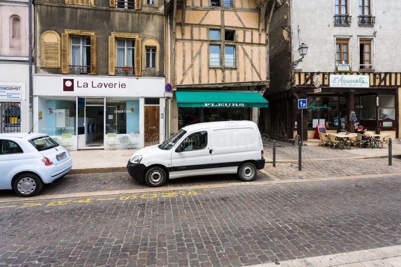 Maisons à colombage sur Rue Georges Clemenceau photo stock