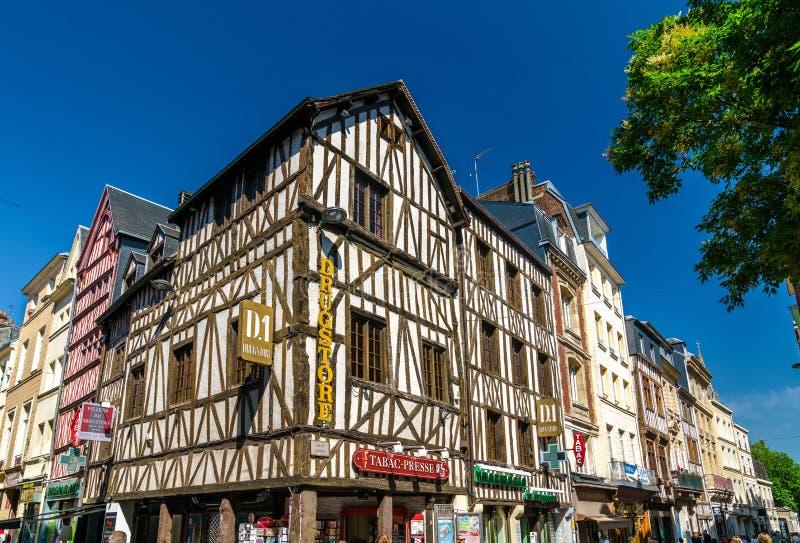 Maisons à colombage traditionnelles dans la vieille ville de Rouen, France images stock