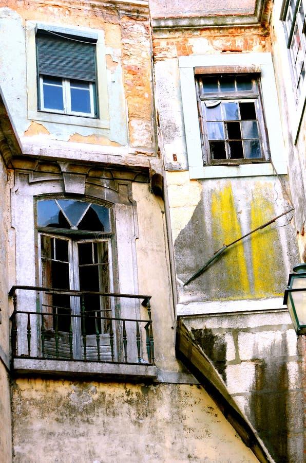 Maisons abandonnées d'appartement photo stock