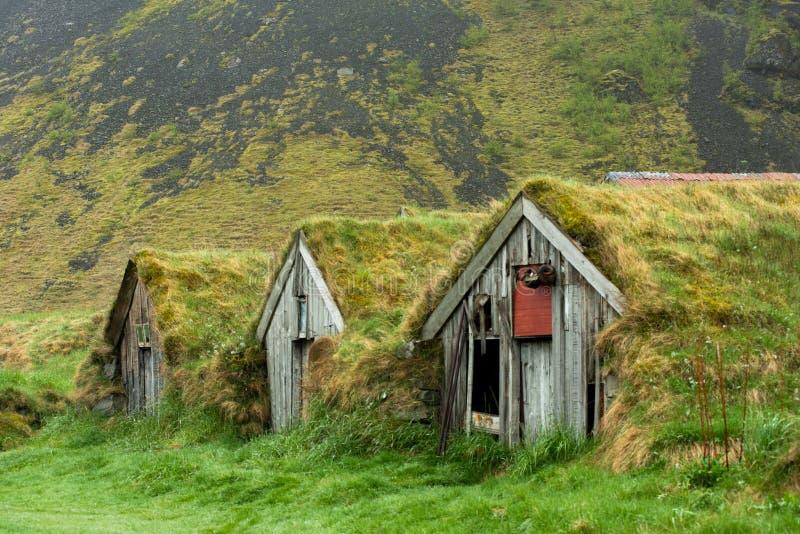 Maisons abandonnées de gazon dans Nupsstadur, Islande image libre de droits