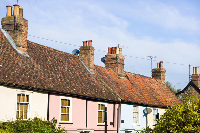 Download Maisons anglaises image stock. Image du étrange, rose - 45353983