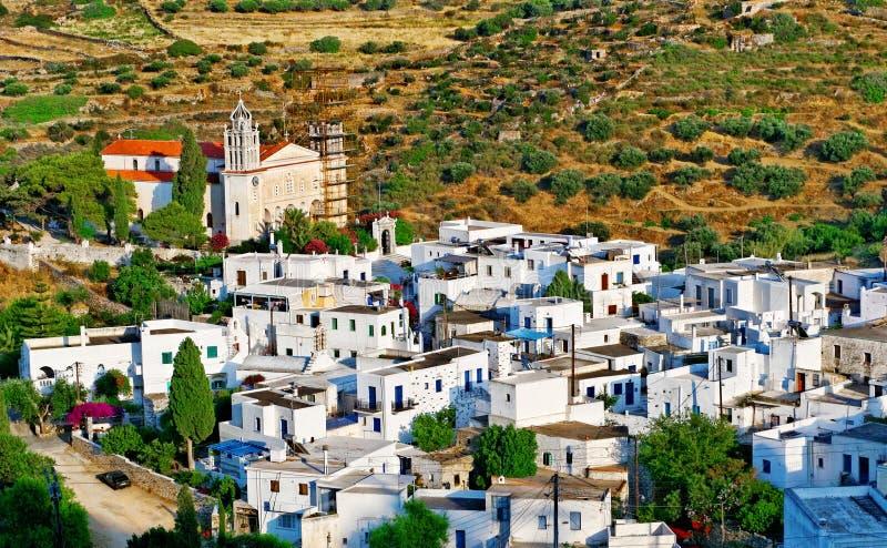 Maisons blanches dans le village grec photographie stock libre de droits
