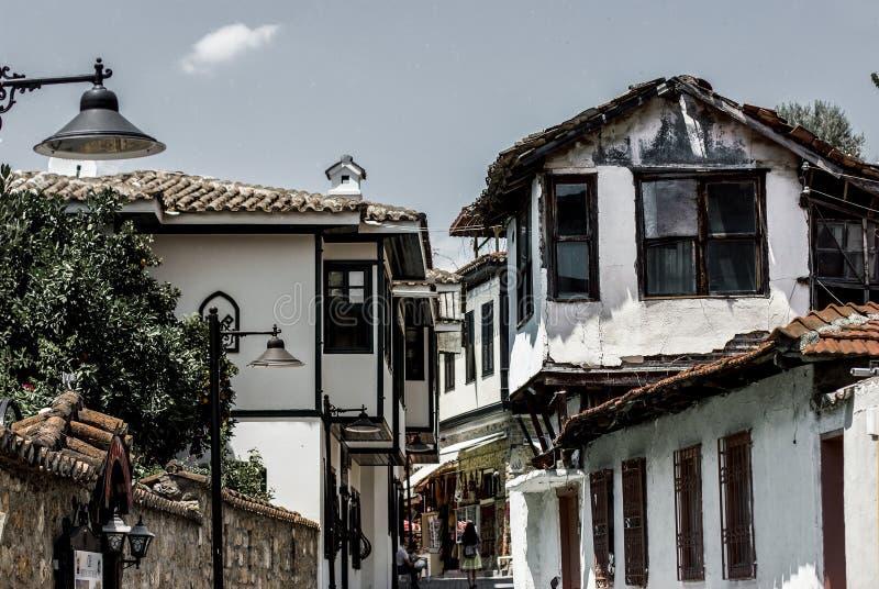 Maisons classiques de tabouret dans la vieille ville Kaleici, Anatalya, Turquie photos libres de droits