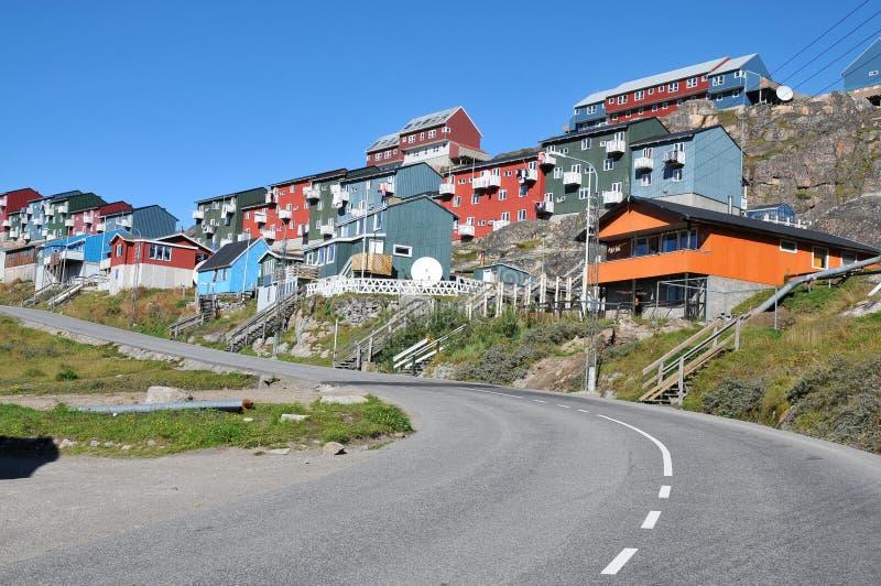 Maisons colorées, constructions dans Qaqortoq, Groenland image stock