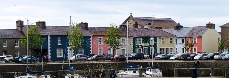 Maisons colorées de port images stock