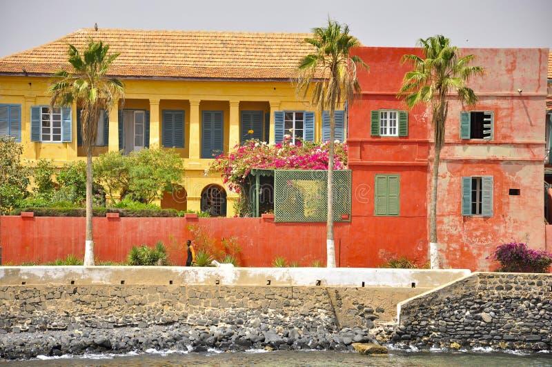 Maisons colorées sur l'île de Goree, Sénégal photographie stock libre de droits