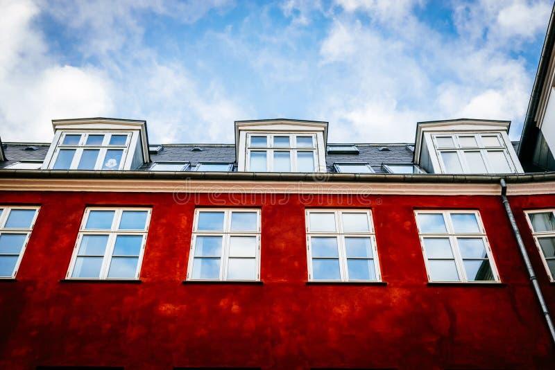 Maisons colorées typiques et extérieurs de bâtiment dans la vieille ville de Copenhague photos stock