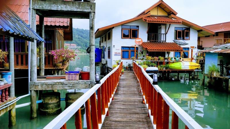 Maisons d'échasse dans le coup Bao photo stock
