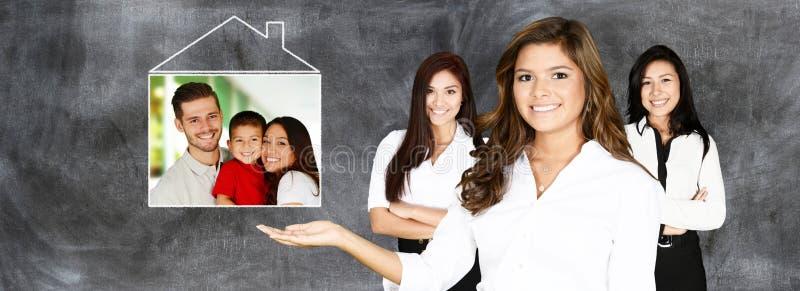 Maisons d'immeubles?, appartements à vendre ou pour le loyer images stock