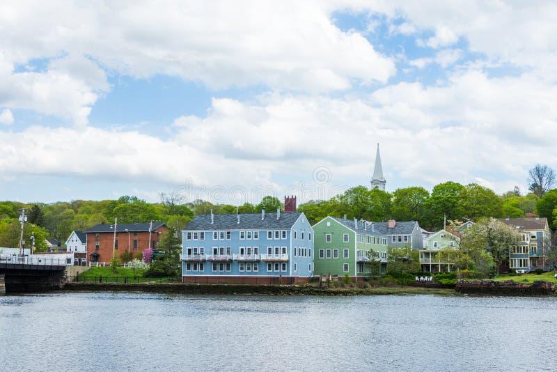 Maisons dans Quinnipiac Parc de rivière à New Haven le Connecticut photographie stock libre de droits