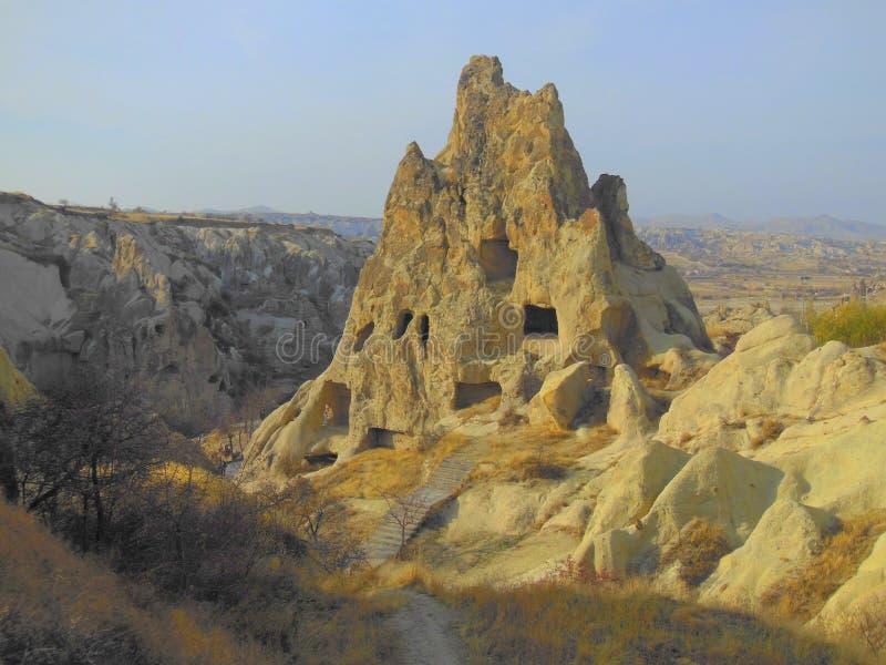Maisons de caverne en montagne de roche photos libres de droits