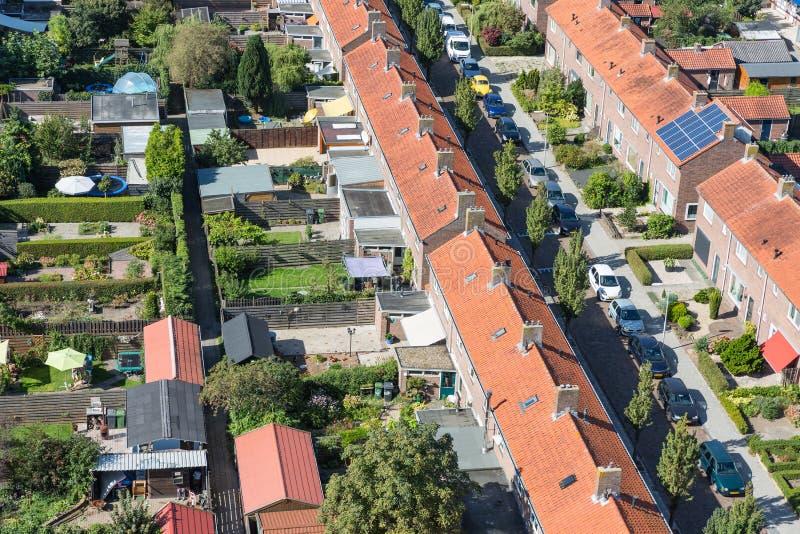 Maisons de famille de vue aérienne avec des arrière-cours dans Emmeloord, Pays-Bas photos stock