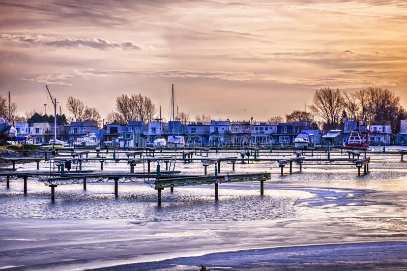 Maisons de flottement à la marina de parc de bluffeurs images libres de droits