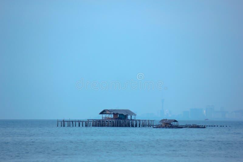 Maisons de flottement sur la mer image libre de droits