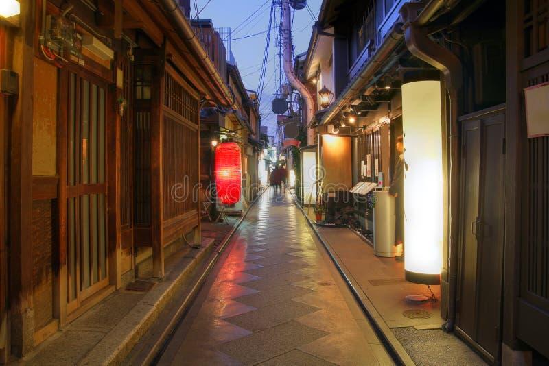 Maisons de geisha sur la ruelle de Pontocho, Kyoto, Japon photo libre de droits