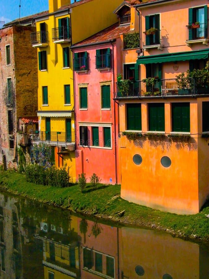 Maisons de l'eau de Gérone Espagne donnant sur la rivière image stock