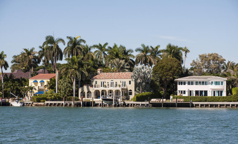 Download Maisons De Luxe De Bord De Mer à Miami Image stock - Image du rivage, grand: 45352329