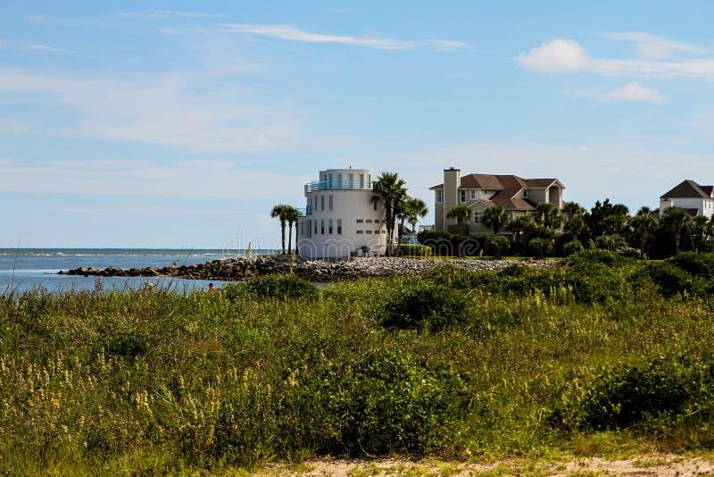 Maisons de luxe de bord de mer sur Sullivan Island, Sc image stock