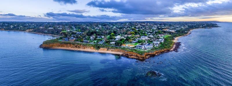Maisons de luxe sur le littoral de péninsule de Mornington image libre de droits