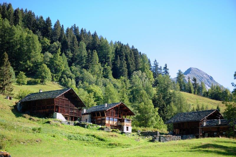 Maisons de montagne image stock