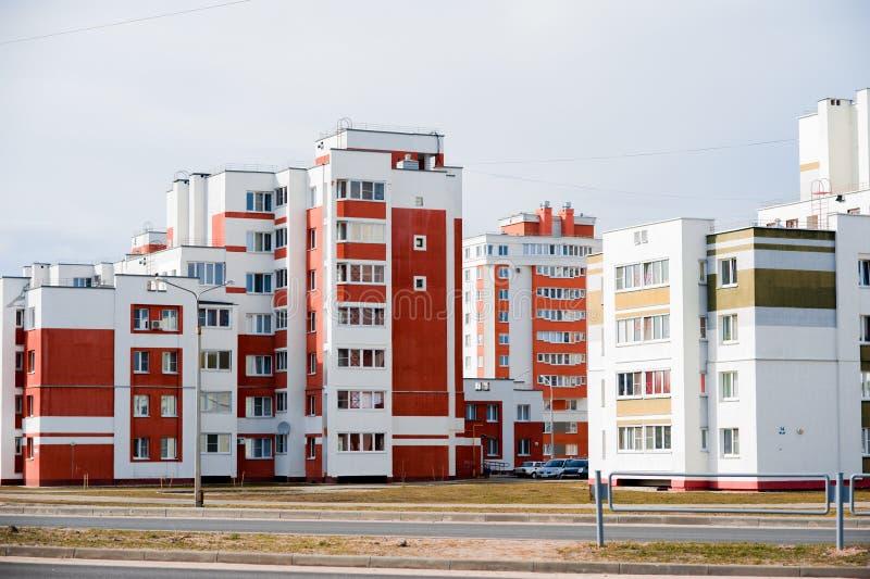 Maisons de panneau de Coloful dans la ville de Gomel, Belarus images libres de droits